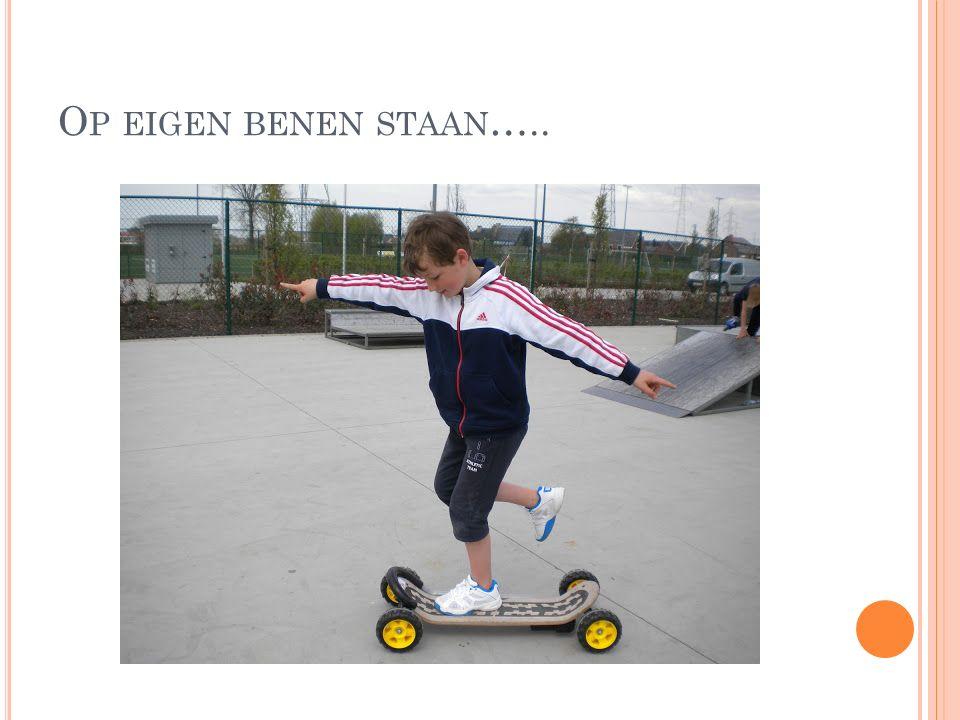 O P EIGEN BENEN STAAN …..