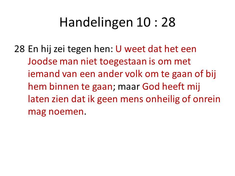 Handelingen 10 : 28 28En hij zei tegen hen: U weet dat het een Joodse man niet toegestaan is om met iemand van een ander volk om te gaan of bij hem bi