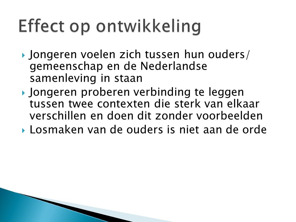 Jongeren voelen zich tussen hun ouders/ gemeenschap en de Nederlandse samenleving in staan  Jongeren proberen verbinding te leggen tussen twee contexten die sterk van elkaar verschillen en doen dit zonder voorbeelden  Losmaken van de ouders is niet aan de orde