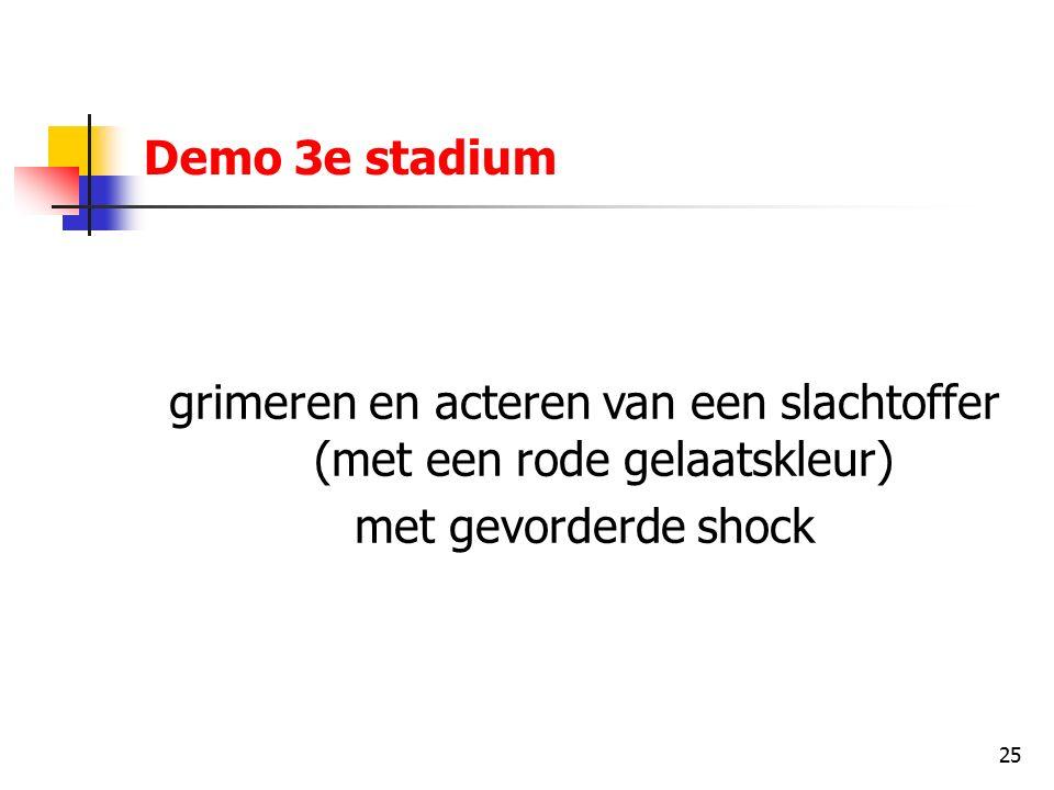 25 Demo 3e stadium grimeren en acteren van een slachtoffer (met een rode gelaatskleur) met gevorderde shock