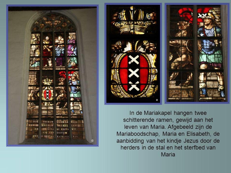 In de Mariakapel hangen twee schitterende ramen, gewijd aan het leven van Maria.