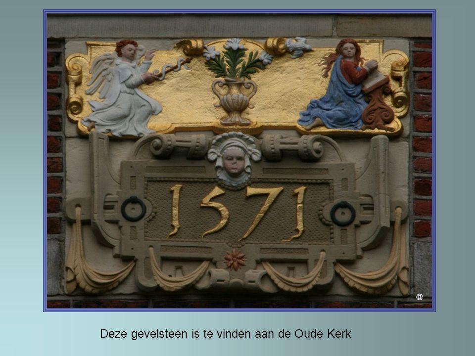 Het kussen wordt achter glas bewaard. Het schilderij is Michiel Adriaenszoon de Ruyter
