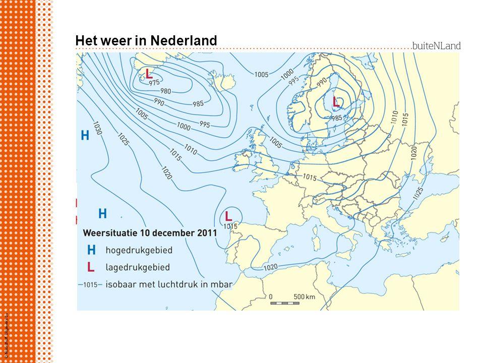 Lagedrukgebieden in Nederland Nederland ligt in gordel van lagedrukgebieden: warme lucht uit zuiden botst met koude lucht uit noorden warme lucht stijgt op er ontstaat bewolking en neerslag westenwinden brengen vochtige lucht naar Nederland
