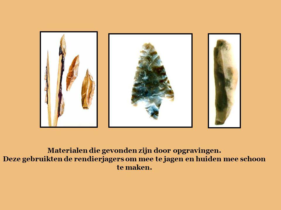 Materialen die gevonden zijn door opgravingen. Deze gebruikten de rendierjagers om mee te jagen en huiden mee schoon te maken.