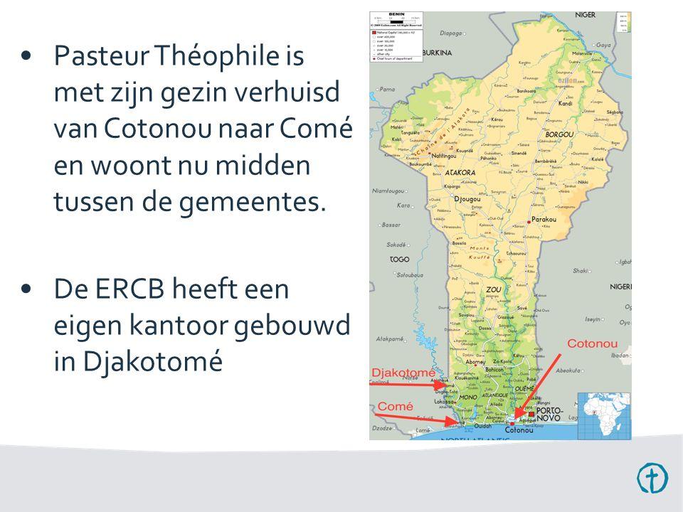 Pasteur Théophile is met zijn gezin verhuisd van Cotonou naar Comé en woont nu midden tussen de gemeentes.