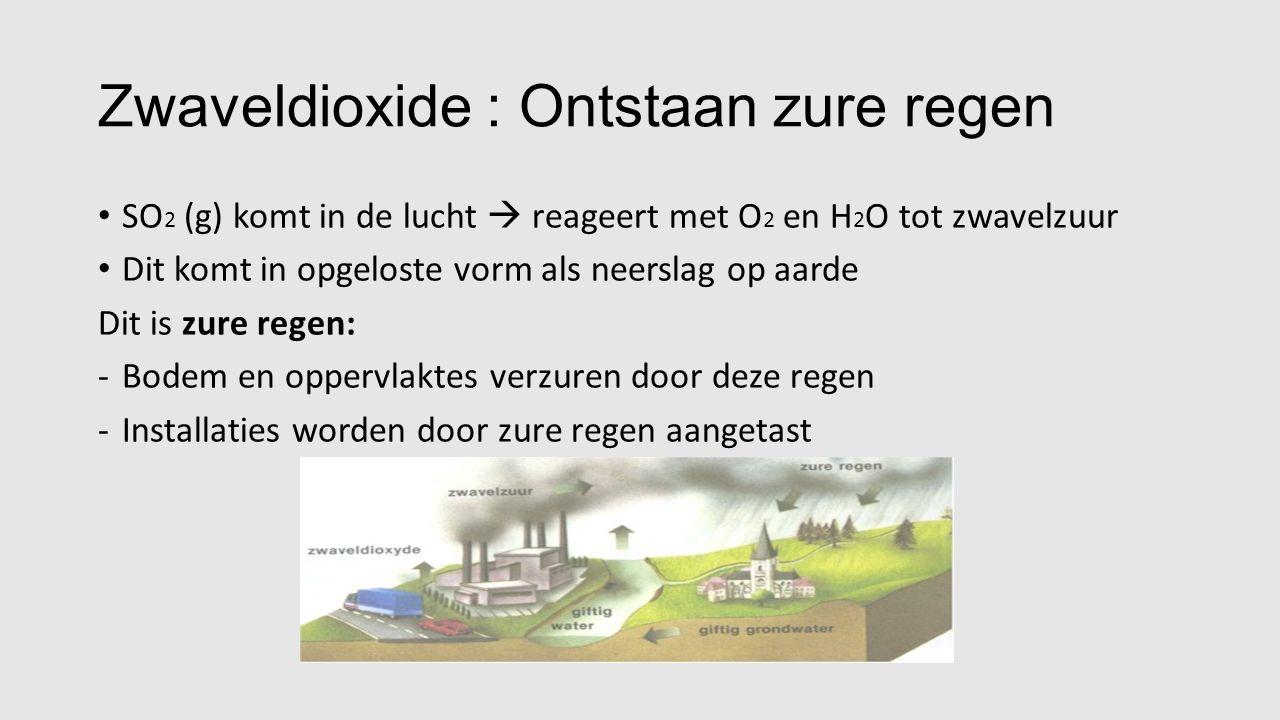 Zwaveldioxide : Ontstaan zure regen SO 2 (g) komt in de lucht  reageert met O 2 en H 2 O tot zwavelzuur Dit komt in opgeloste vorm als neerslag op aarde Dit is zure regen: -Bodem en oppervlaktes verzuren door deze regen -Installaties worden door zure regen aangetast