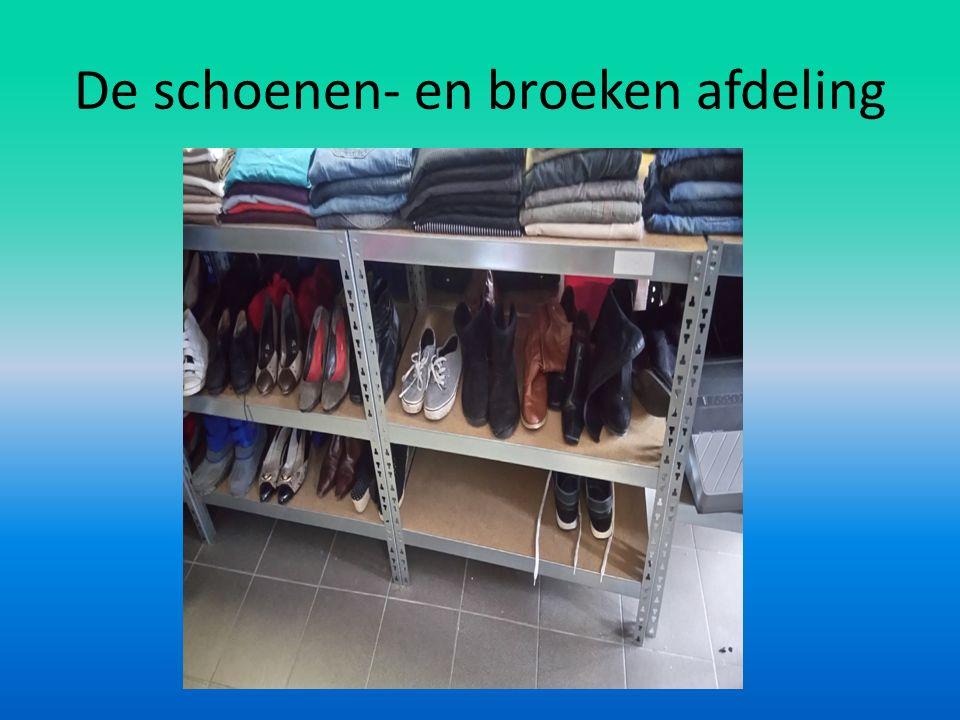 De schoenen- en broeken afdeling