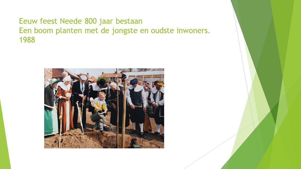 Eeuw feest Neede 800 jaar bestaan Een boom planten met de jongste en oudste inwoners. 1988