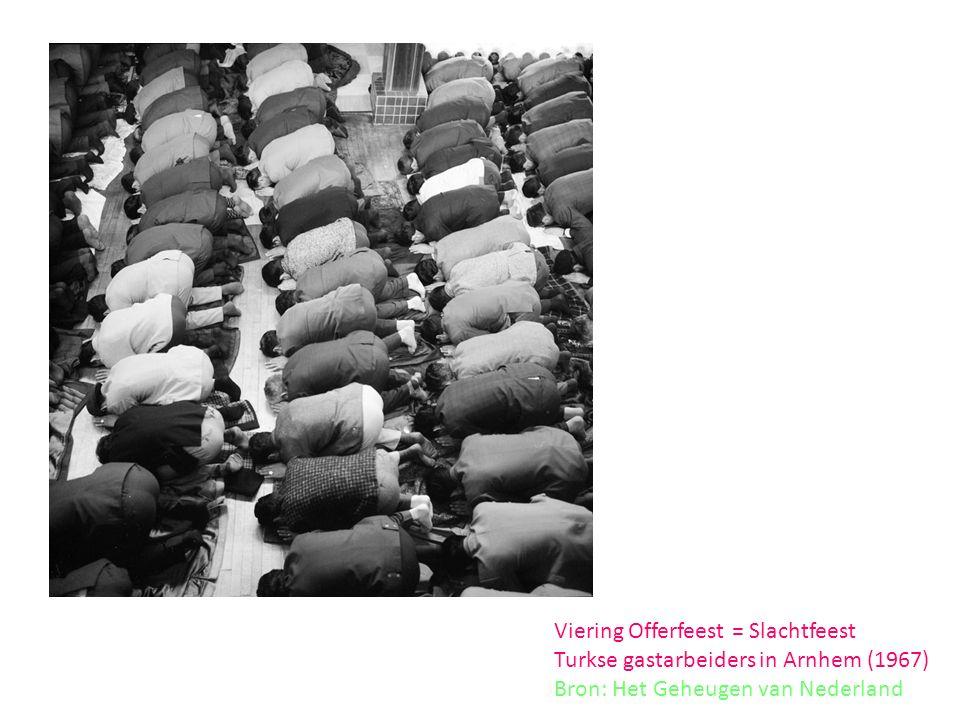Viering Offerfeest = Slachtfeest Turkse gastarbeiders in Arnhem (1967) Bron: Het Geheugen van Nederland