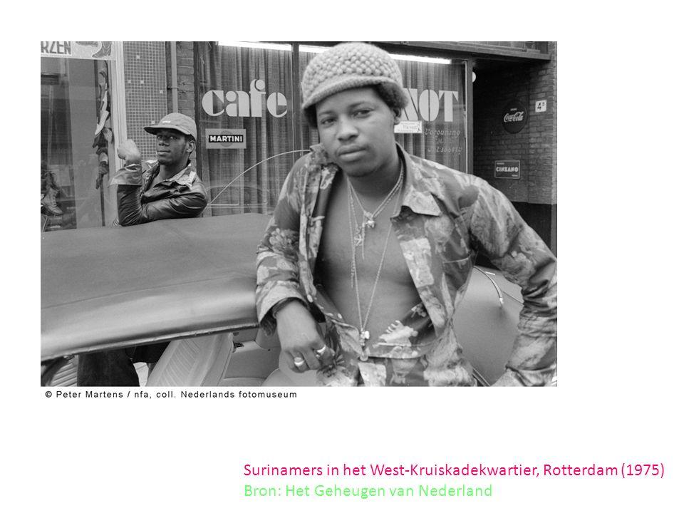 Surinamers in het West-Kruiskadekwartier, Rotterdam (1975) Bron: Het Geheugen van Nederland