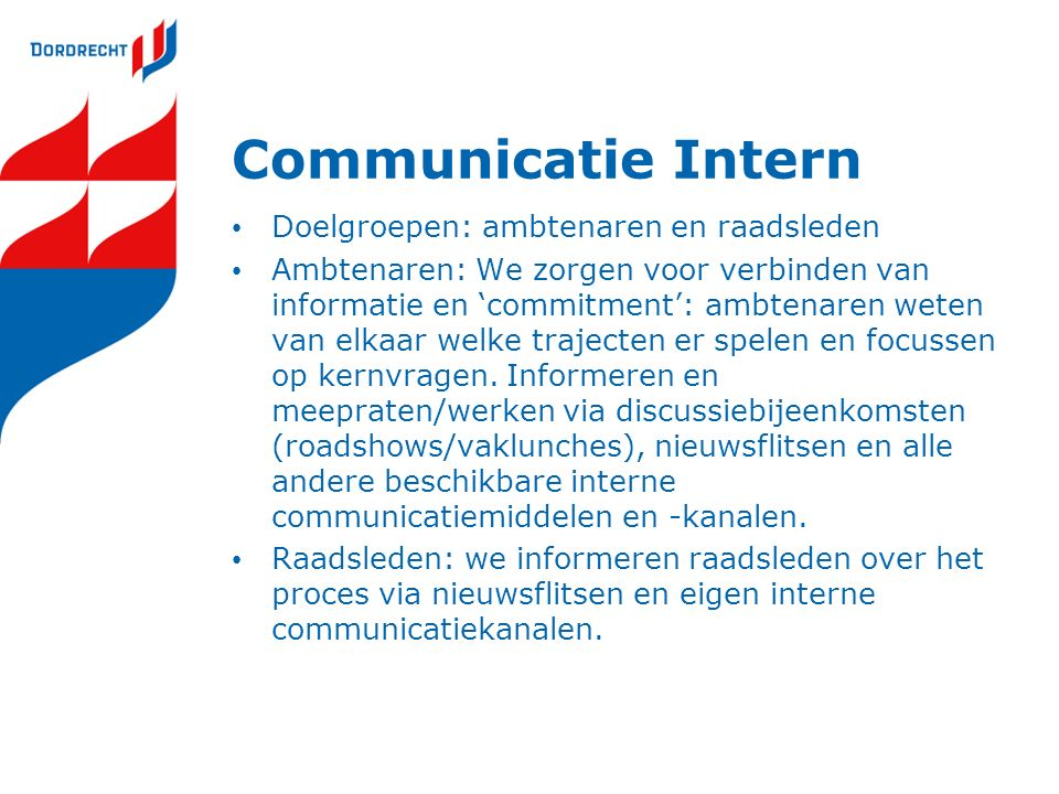 Communicatie Intern Doelgroepen: ambtenaren en raadsleden Ambtenaren: We zorgen voor verbinden van informatie en 'commitment': ambtenaren weten van el