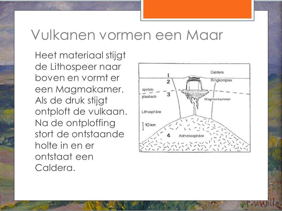 Heet materiaal stijgt de Lithospeer naar boven en vormt er een Magmakamer.