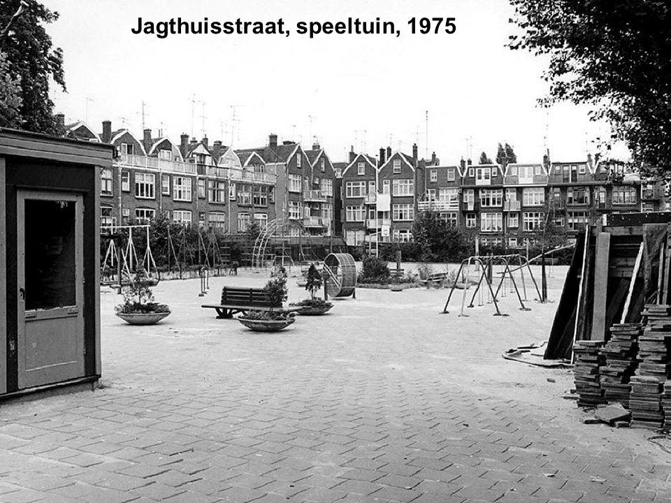 Jacob Loisstraat, op de hoek van de Pieter de Raadtstraat.