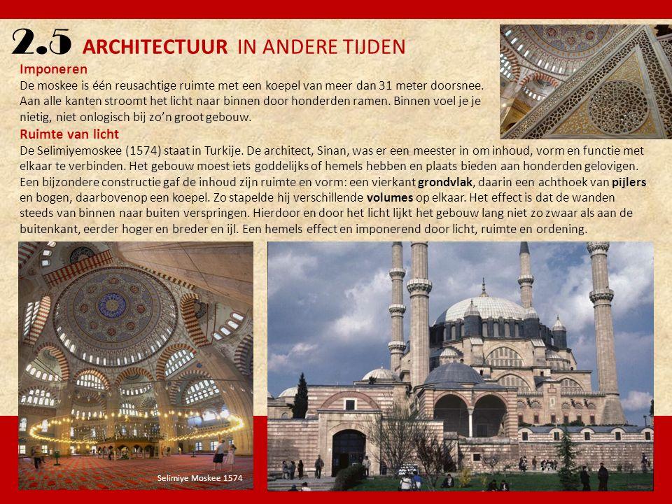 2.5 ARCHITECTUUR IN ANDERE TIJDEN Imponeren De moskee is één reusachtige ruimte met een koepel van meer dan 31 meter doorsnee. Aan alle kanten stroomt
