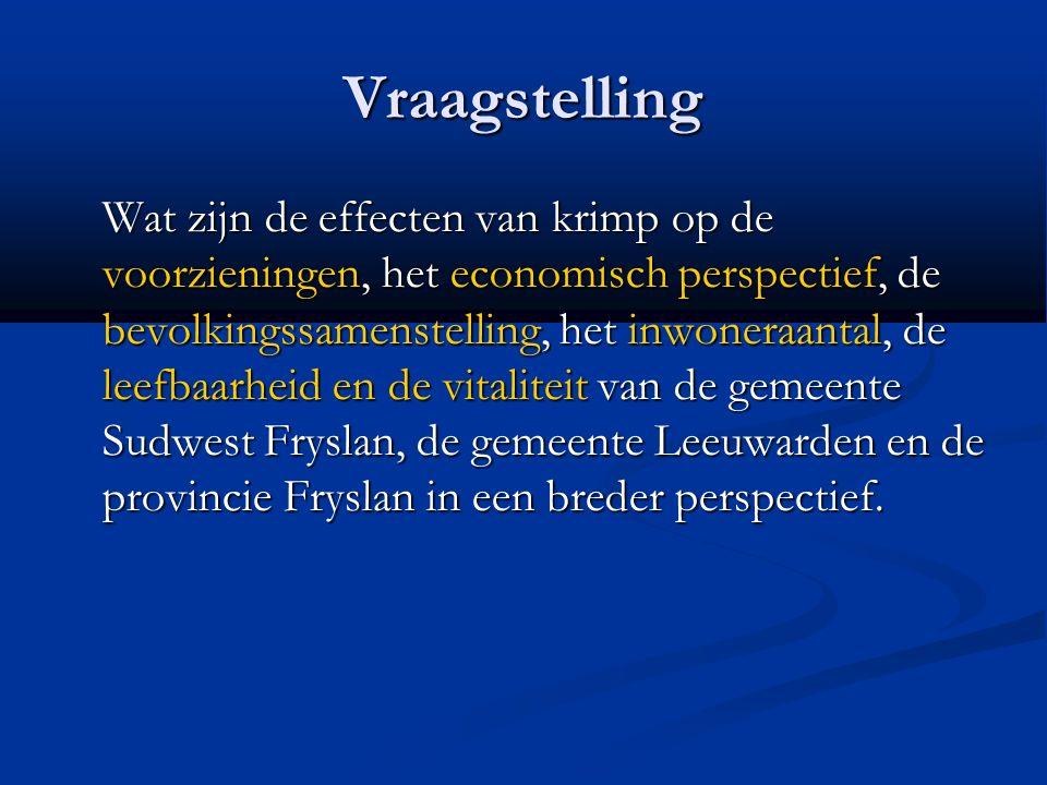 Vraagstelling Wat zijn de effecten van krimp op de voorzieningen, het economisch perspectief, de bevolkingssamenstelling, het inwoneraantal, de leefbaarheid en de vitaliteit van de gemeente Sudwest Fryslan, de gemeente Leeuwarden en de provincie Fryslan in een breder perspectief.
