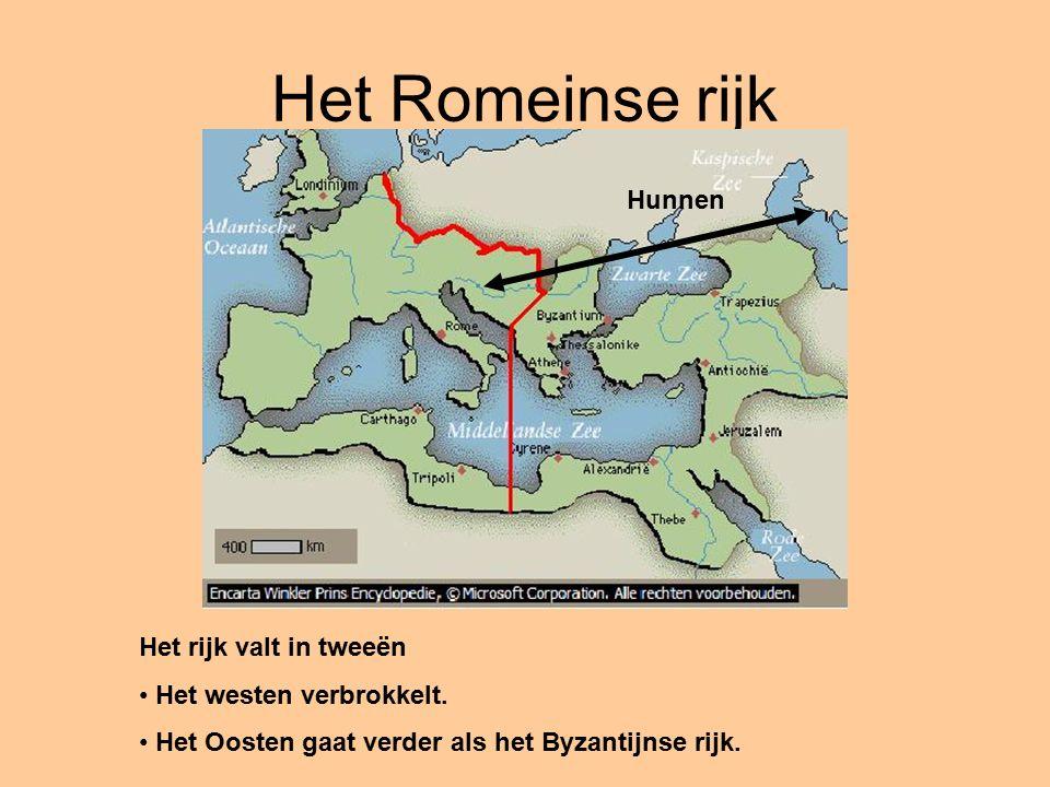 Het rijk valt in tweeën Het westen verbrokkelt. Het Oosten gaat verder als het Byzantijnse rijk.