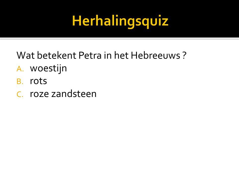 Wat betekent Petra in het Hebreeuws A. woestijn B. rots C. roze zandsteen