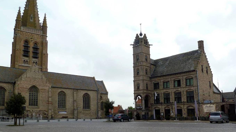 vanuit Veurne fietsen we nog een negental km verder langs de Lovaart terug naar Alveringem