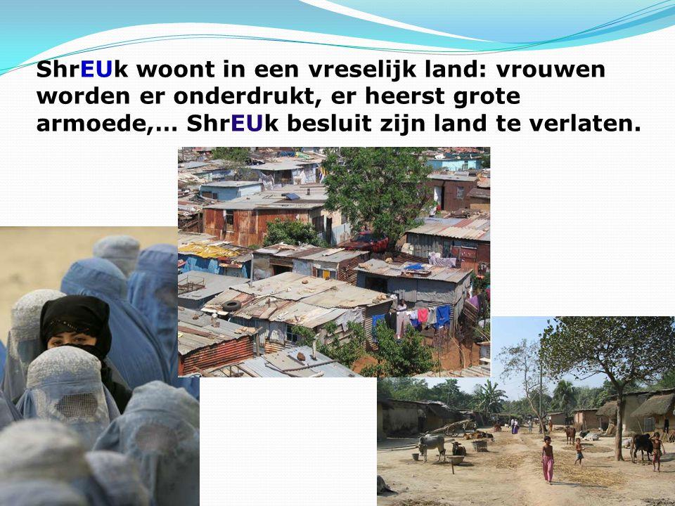 ShrEUk woont in een vreselijk land: vrouwen worden er onderdrukt, er heerst grote armoede,… ShrEUk besluit zijn land te verlaten.