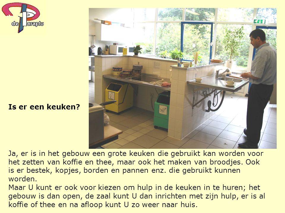 Is er een keuken? Ja, er is in het gebouw een grote keuken die gebruikt kan worden voor het zetten van koffie en thee, maar ook het maken van broodjes