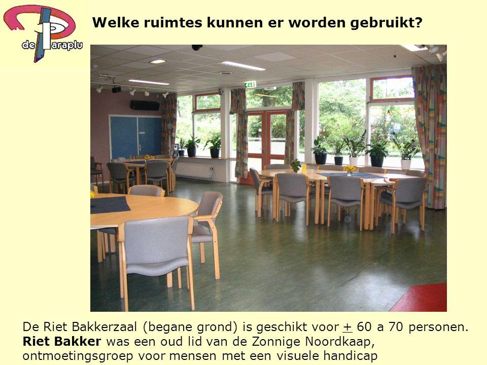 Welke ruimtes kunnen er worden gebruikt? De Riet Bakkerzaal (begane grond) is geschikt voor + 60 a 70 personen. Riet Bakker was een oud lid van de Zon