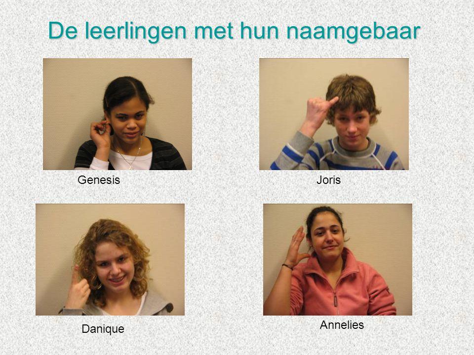 De leerlingen met hun naamgebaar GenesisJoris Danique Annelies