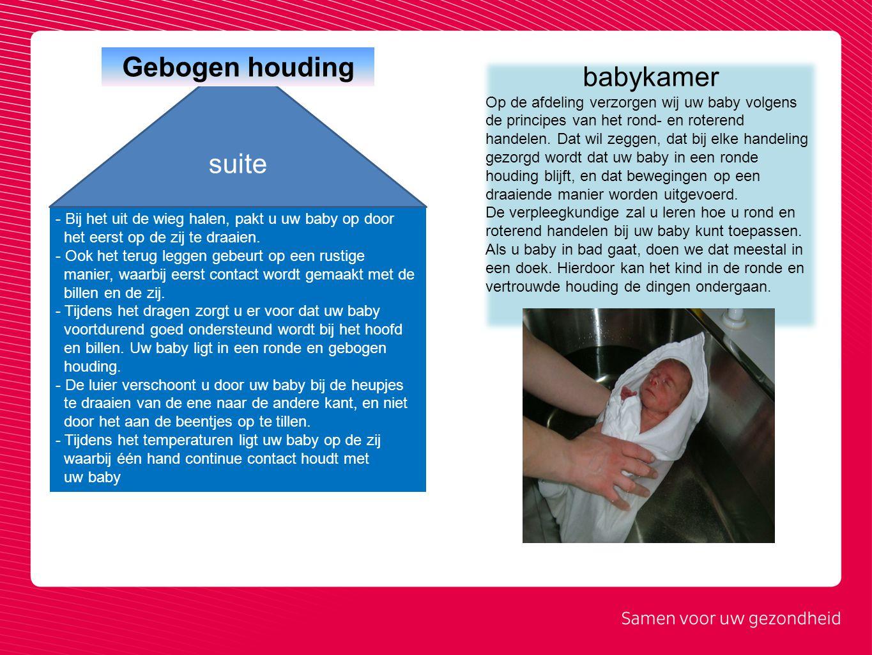 - Bij het uit de wieg halen, pakt u uw baby op door het eerst op de zij te draaien. - Ook het terug leggen gebeurt op een rustige manier, waarbij eers