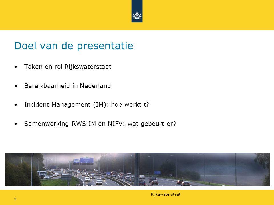 Rijkswaterstaat 2 Doel van de presentatie •Taken en rol Rijkswaterstaat •Bereikbaarheid in Nederland •Incident Management (IM): hoe werkt t.