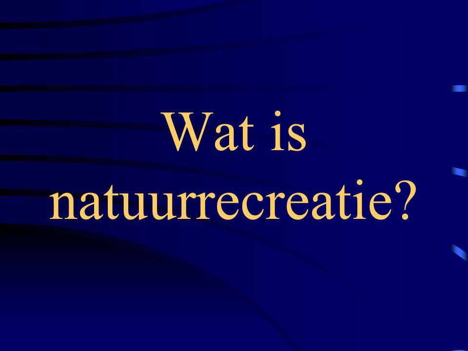 Wat doen mensen die de natuur ingaan? Wandelen ……………………..11,3 % Fietsen…………………………..9,0 Natuur bekijken of beluisteren….6,6 Zitten/liggen of luieren………