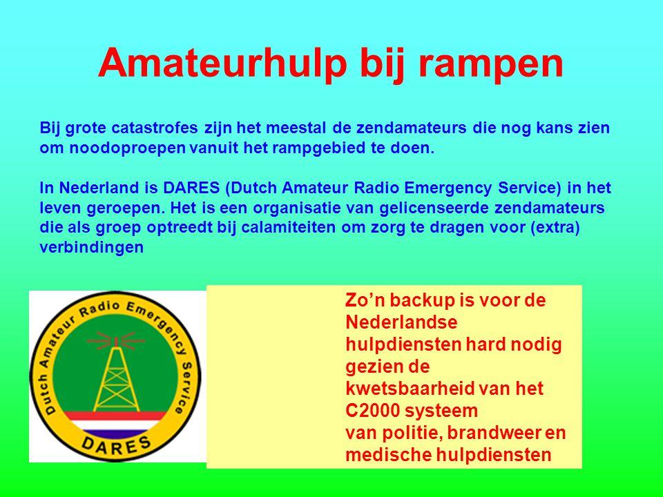 Amateurhulp bij rampen Bij grote catastrofes zijn het meestal de zendamateurs die nog kans zien om noodoproepen vanuit het rampgebied te doen.