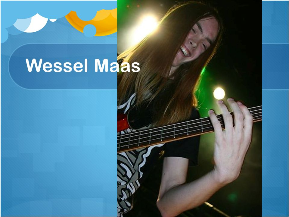 3e jaars Bassist op Rockacademie Gebruikt Facebook, Twitter, Youtube voor zelf Gebruikt Myspace voor band Pegasus Laptop, Smartphone, mp3-speler, tv, radio Laptop, Smartphone, mp3-speler, tv, radio
