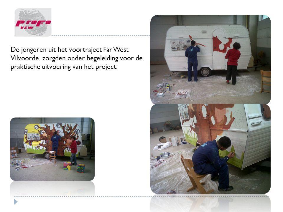 De jongeren uit het voortraject Far West Vilvoorde zorgden onder begeleiding voor de praktische uitvoering van het project.