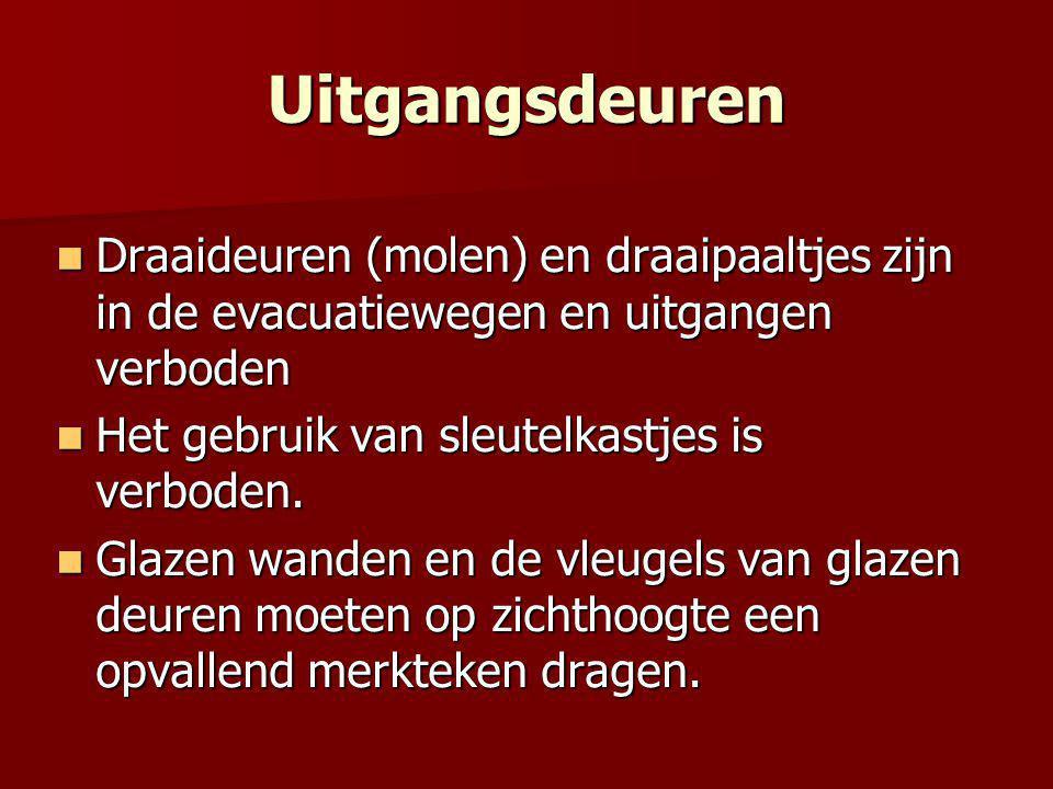 Uitgangsdeuren  Draaideuren (molen) en draaipaaltjes zijn in de evacuatiewegen en uitgangen verboden  Het gebruik van sleutelkastjes is verboden.