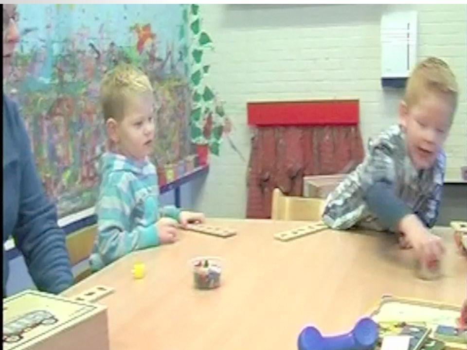 - de aanleg van het kind - de omgeving of situatie van het kind  een combinatie van bovenstaande factoren