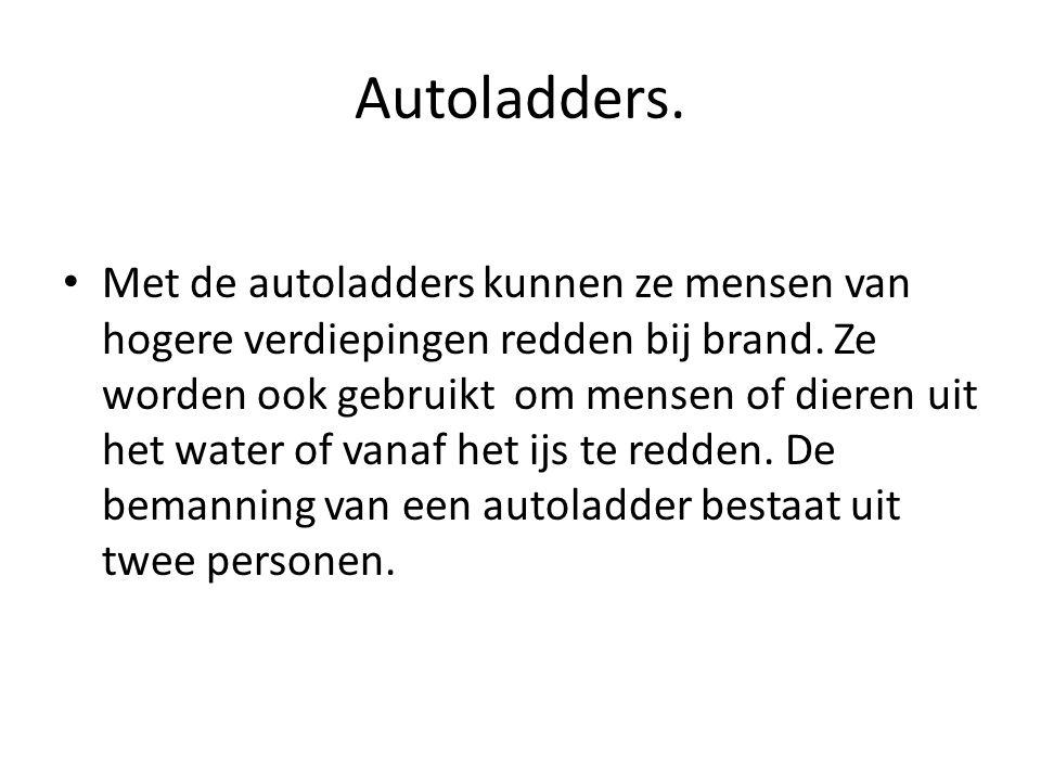 Autoladders. • Met de autoladders kunnen ze mensen van hogere verdiepingen redden bij brand. Ze worden ook gebruikt om mensen of dieren uit het water