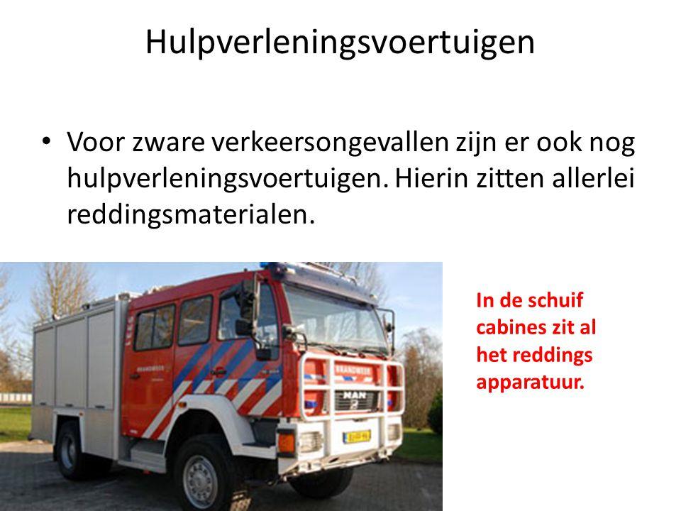 Hulpverleningsvoertuigen • Voor zware verkeersongevallen zijn er ook nog hulpverleningsvoertuigen. Hierin zitten allerlei reddingsmaterialen. In de sc