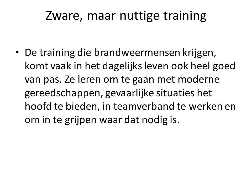 Zware, maar nuttige training • De training die brandweermensen krijgen, komt vaak in het dagelijks leven ook heel goed van pas. Ze leren om te gaan me