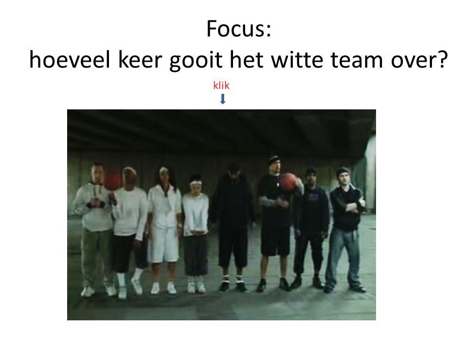 Focus: hoeveel keer gooit het witte team over? klik