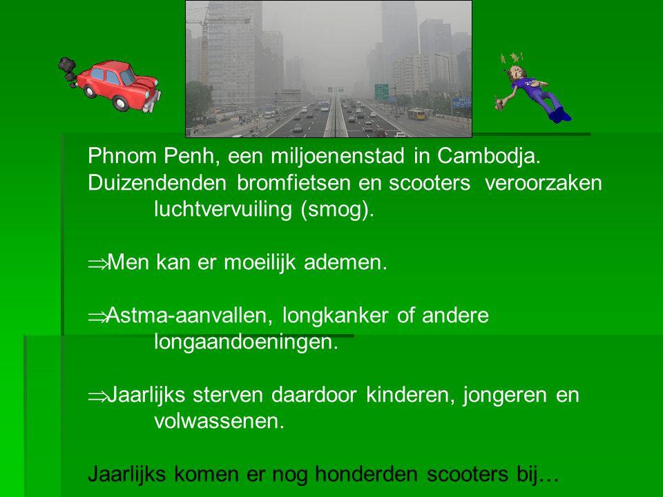 Phnom Penh, een miljoenenstad in Cambodja. Duizendenden bromfietsen en scooters veroorzaken luchtvervuiling (smog).  Men kan er moeilijk ademen.  As