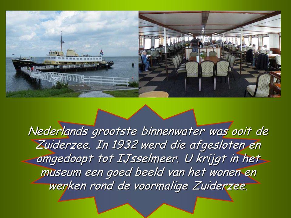 In Medemblik nemen we de museumboot over het IJsselmeer naar Enkhuizen.
