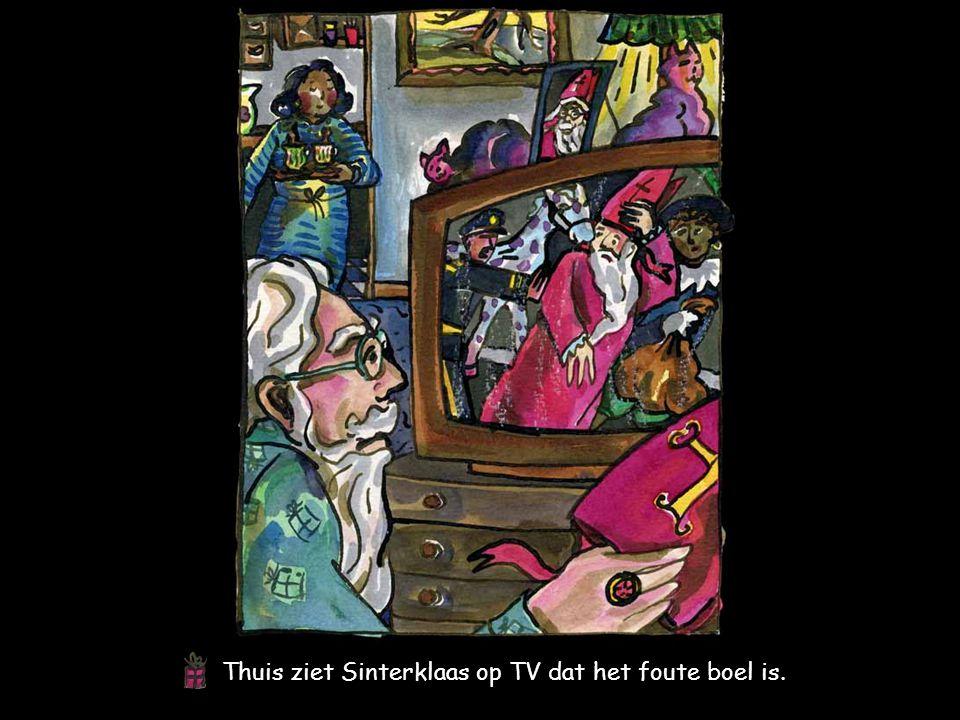 Thuis ziet Sinterklaas op TV dat het foute boel is.