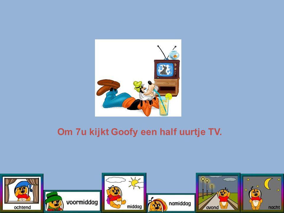Om 7u kijkt Goofy een half uurtje TV.