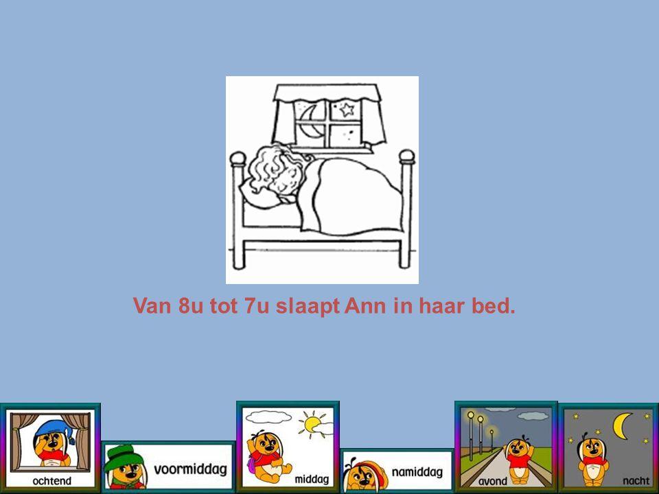 Van 8u tot 7u slaapt Ann in haar bed.