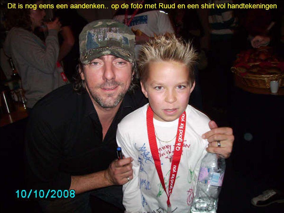 Dit is nog eens een aandenken.. op de foto met Ruud en een shirt vol handtekeningen