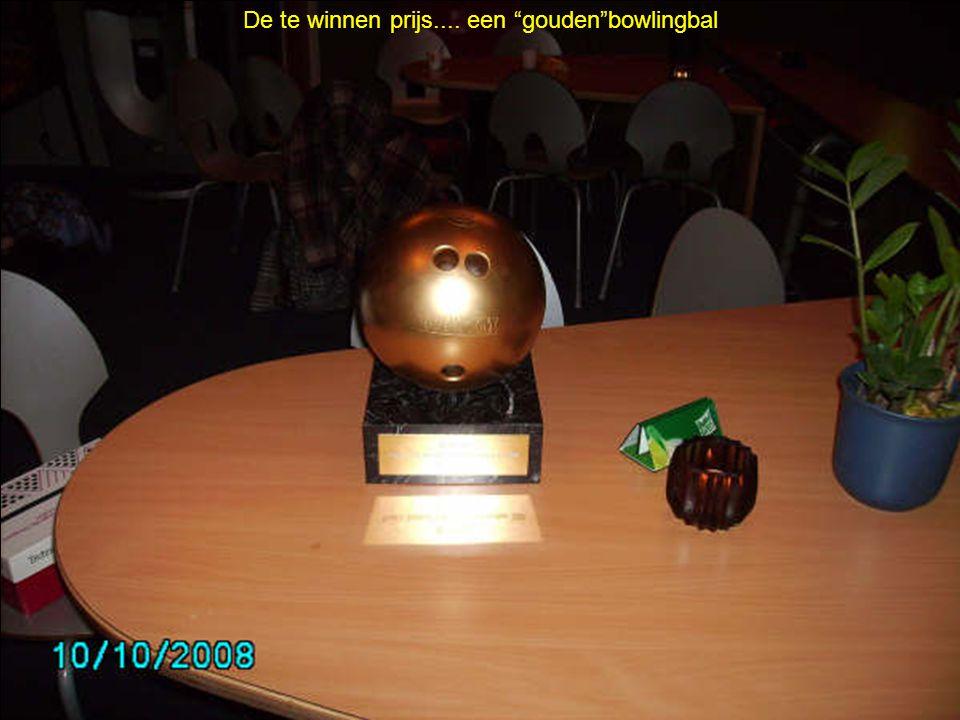 """De te winnen prijs.... een """"gouden""""bowlingbal"""