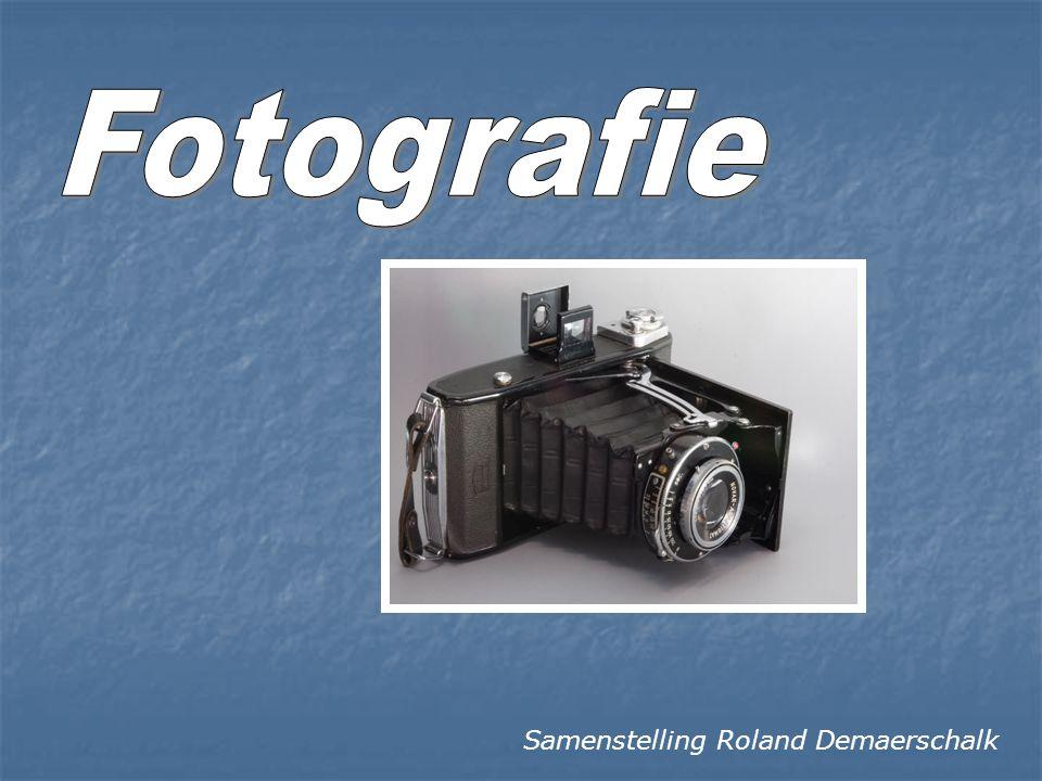 Zoom Zoomen laat toe de brandpuntsafstand en zodoende de openingshoek van de lens aan te passen Optische zoom Gewoonlijk uitgedrukt in mm Bv.