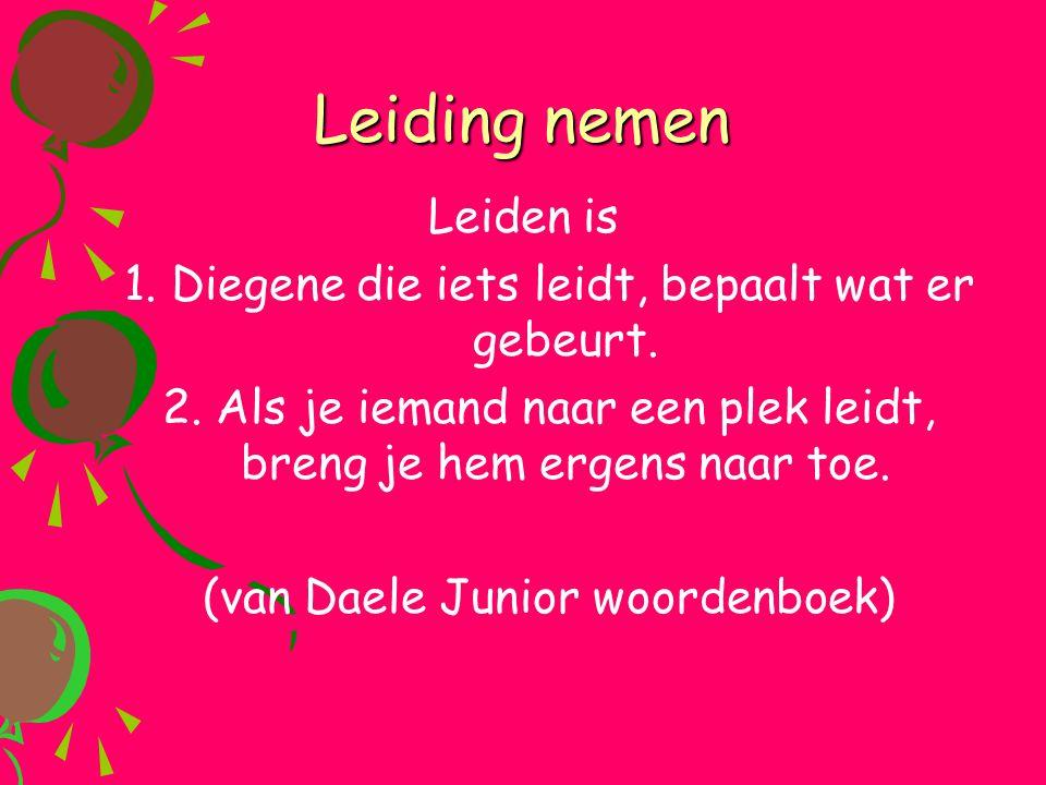 Leiding nemen Leiden is 1. Diegene die iets leidt, bepaalt wat er gebeurt. 2. Als je iemand naar een plek leidt, breng je hem ergens naar toe. (van Da