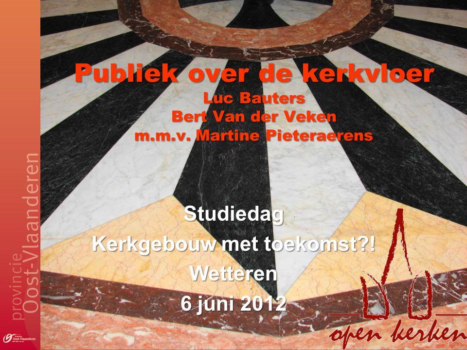 Publiek over de kerkvloer Luc Bauters Bert Van der Veken m.m.v.