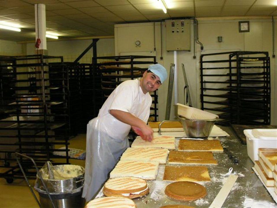 © Prof.dr Jouke van Dijk Over jongeren gesproken, 10-03-2005 Oplossingen? •Jeugd in contact brengen met bedrijven: werken kan heel leuk zijn! •Bemidde
