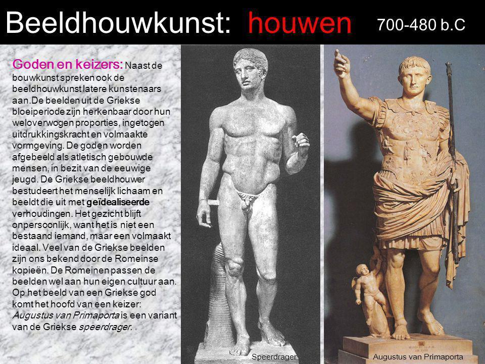 Beeldhouwkunst: houwen 700-480 b.C Goden en keizers: Naast de bouwkunst spreken ook de beeldhouwkunst latere kunstenaars aan.De beelden uit de Griekse